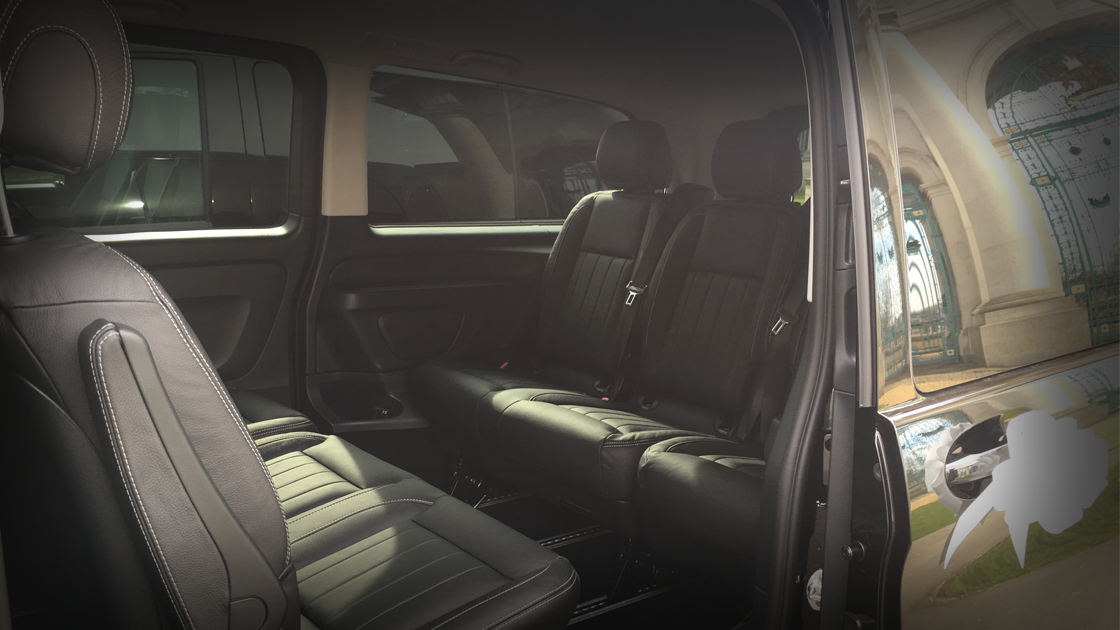 Executive Black Vito / Inside - Up To 4 Passengers